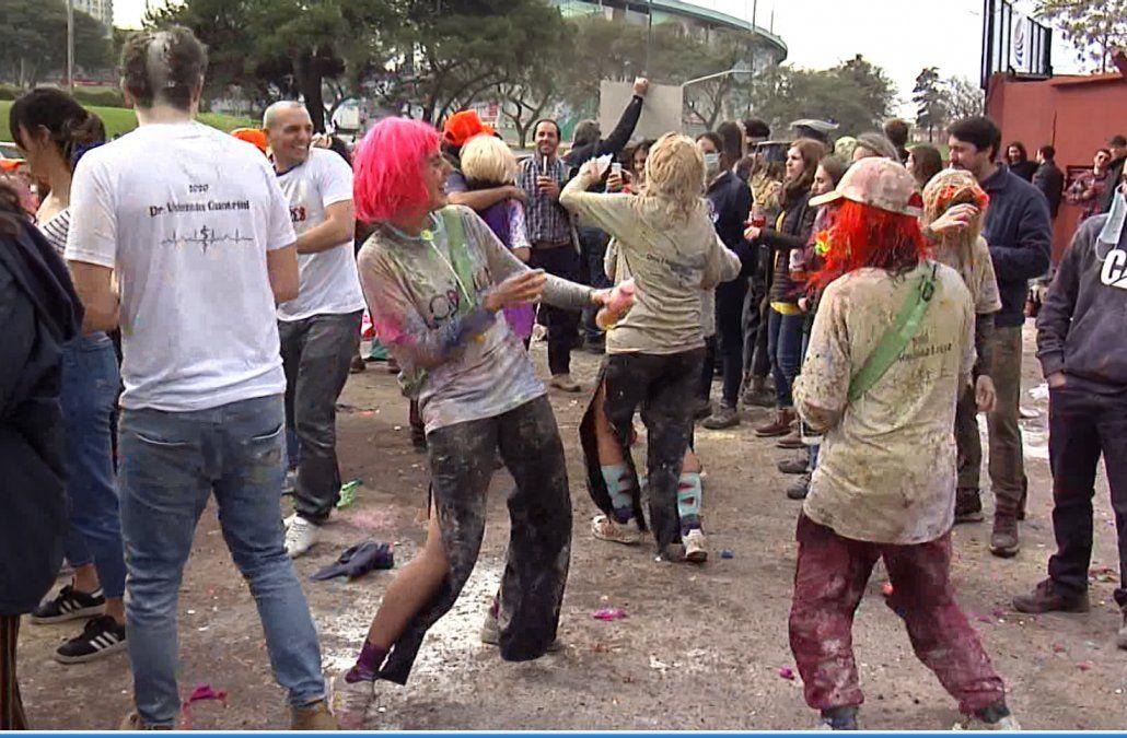 Decano de la facultad de Medicina expresó malestar y desazón por los festejos en Parque Batlle