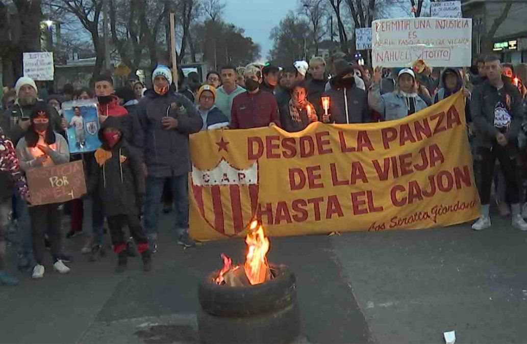 Foto: movilización de familiares y amigos de las víctimas.