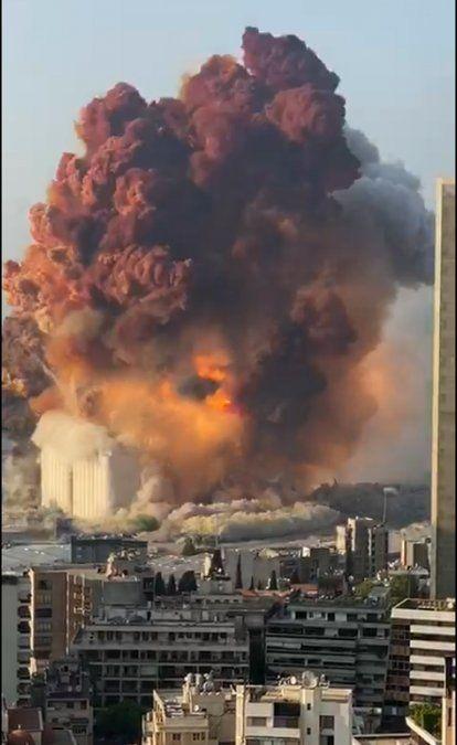Al menos 73 muertos y 3.700 heridos por impresionante explosión en Beirut