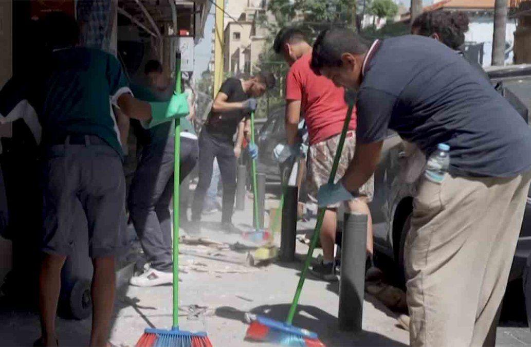 Catástrofe en Beirut: jóvenes voluntarios buscan desaparecidos