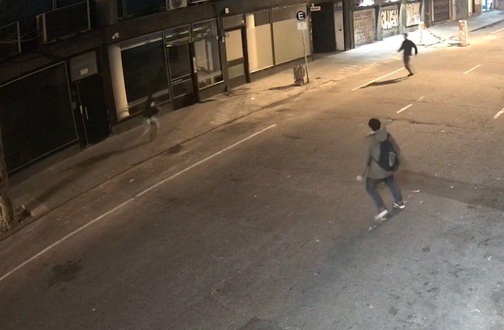 Ladrón le robó la cartera a una mujer; fue perseguido y detenido por varias personas