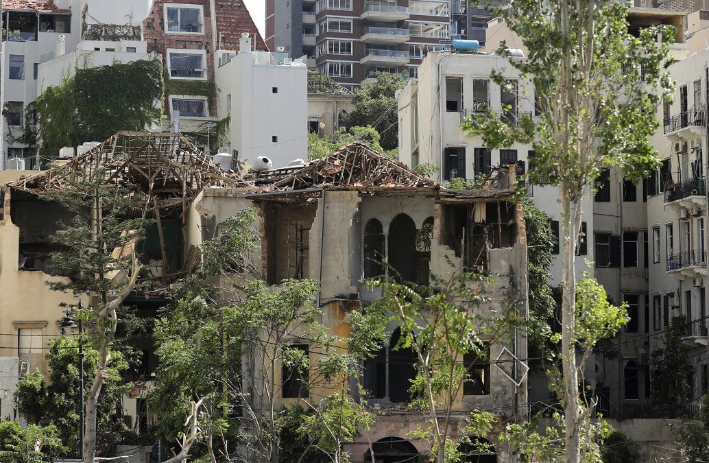 Un edificio tradicional muy dañado cerca del puerto de Beirut