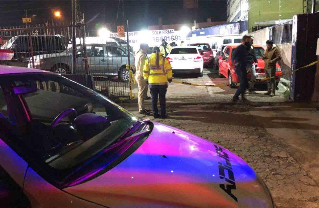 Delincuentes disfrazados de policías rapiñaron una automotora cerca del Mercado Modelo