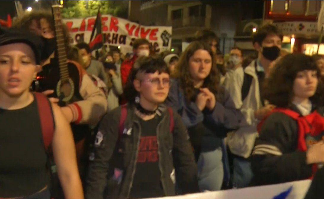 Miles de estudiantes marcharon por 18 de Julio en aniversario de Liber Arce