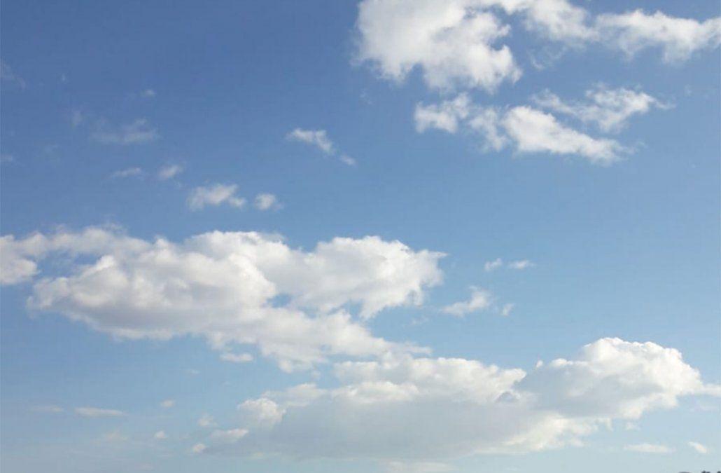 Tarde clara, algo nubosa y ventosa en el área metropolitana