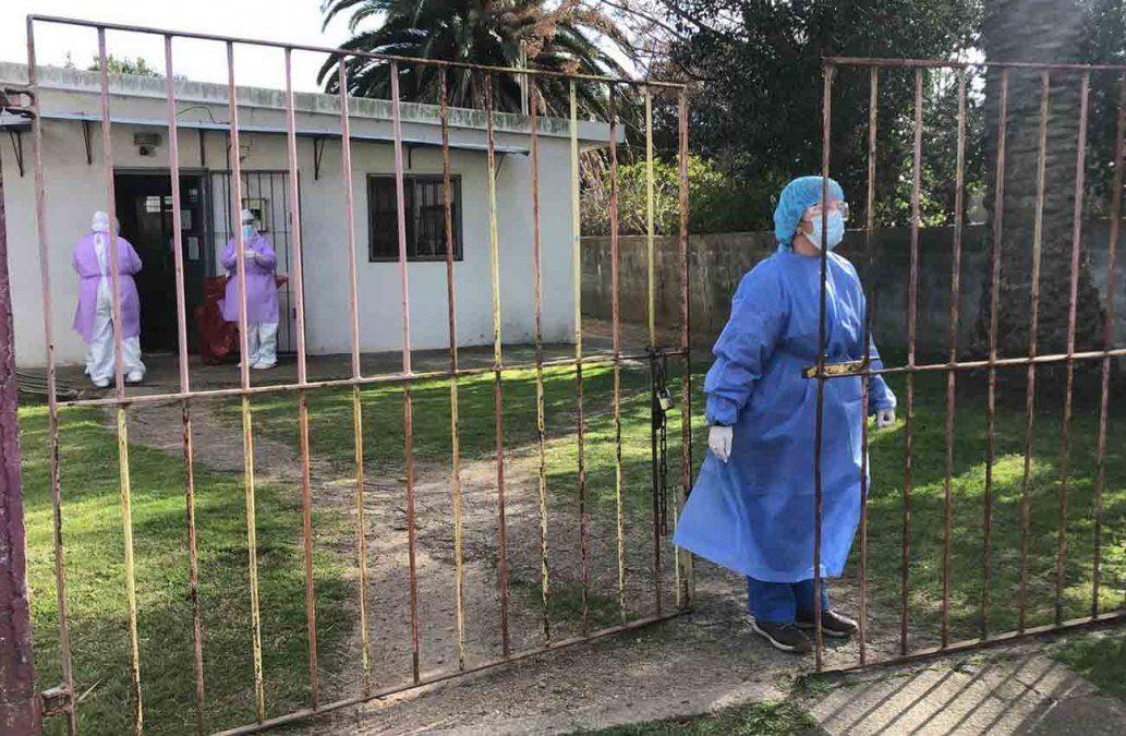 0002666330 - Instalaron una carpa en asentamiento 6 de Enero y realizan hisopados