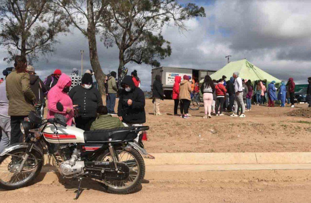 0002666366 - Instalaron una carpa en asentamiento 6 de Enero y realizan hisopados