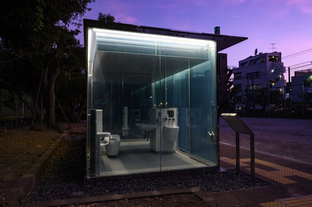 Un inodoro transparente diseñado por Shigeru Ban