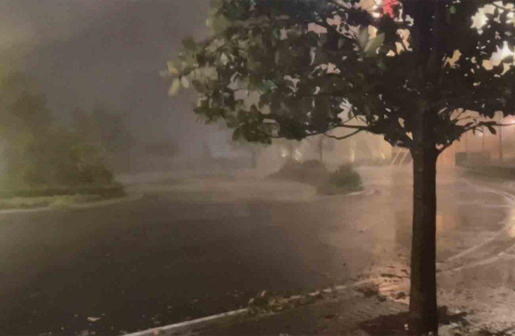 Huracán Laura azota implacable a los estados de Luisiana y Texas