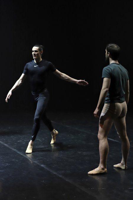 Edinson Cavani hace campaña para atraer bailarines al Sodre