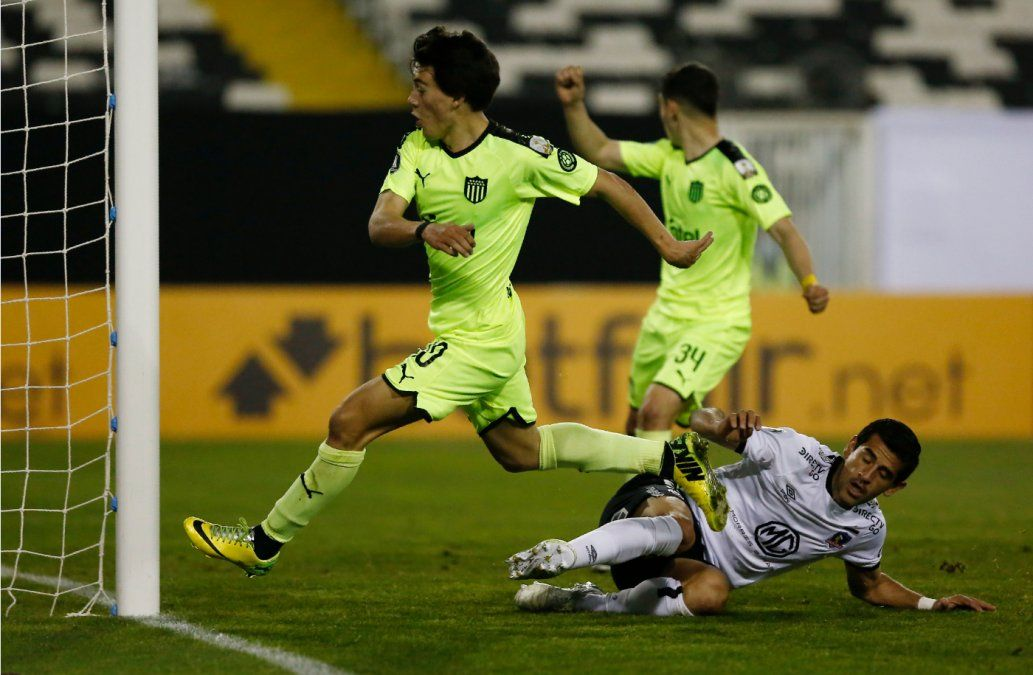 Peñarol enfrenta a Colo Colo en el regreso de la Copa Libertadores