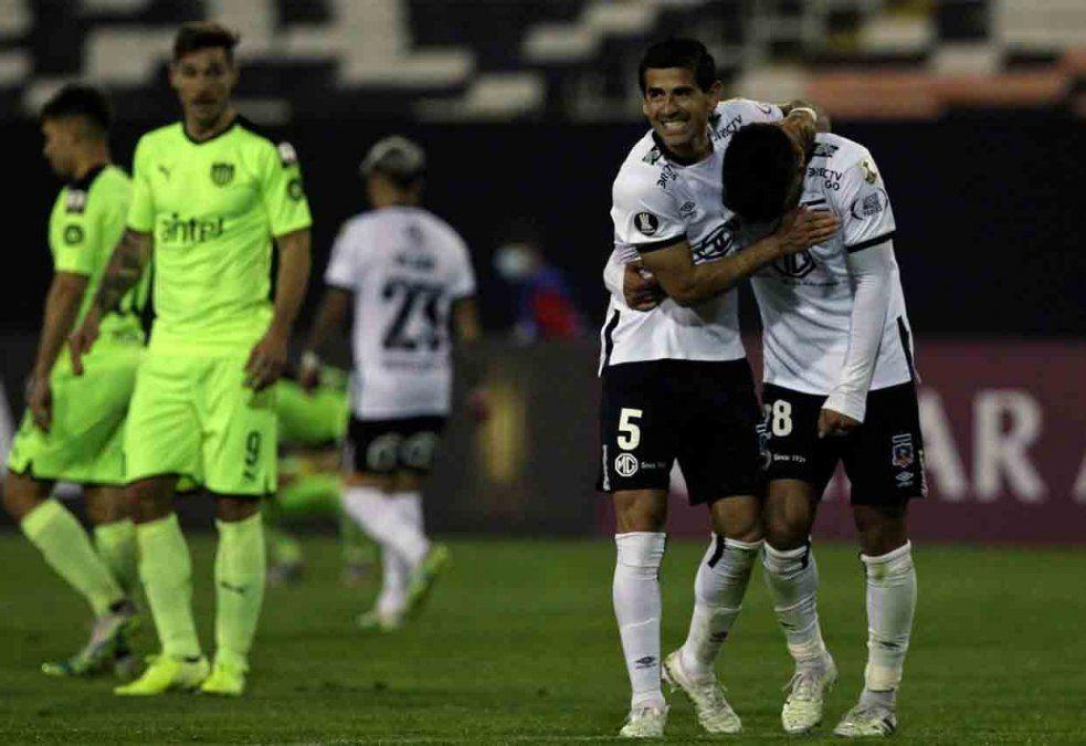 Peñarol perdió 1-2 ante Colo Colo de visita en Santiago de Chile
