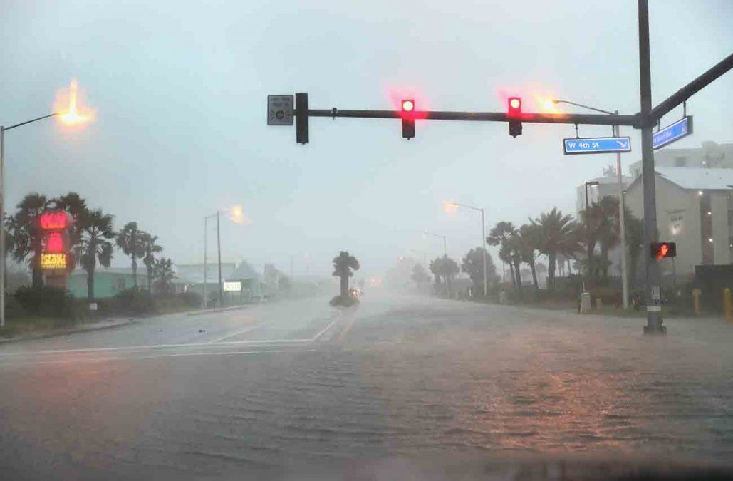 El huracán Sally toca tierra en la costa sur de EEUU y prevén inundaciones históricas