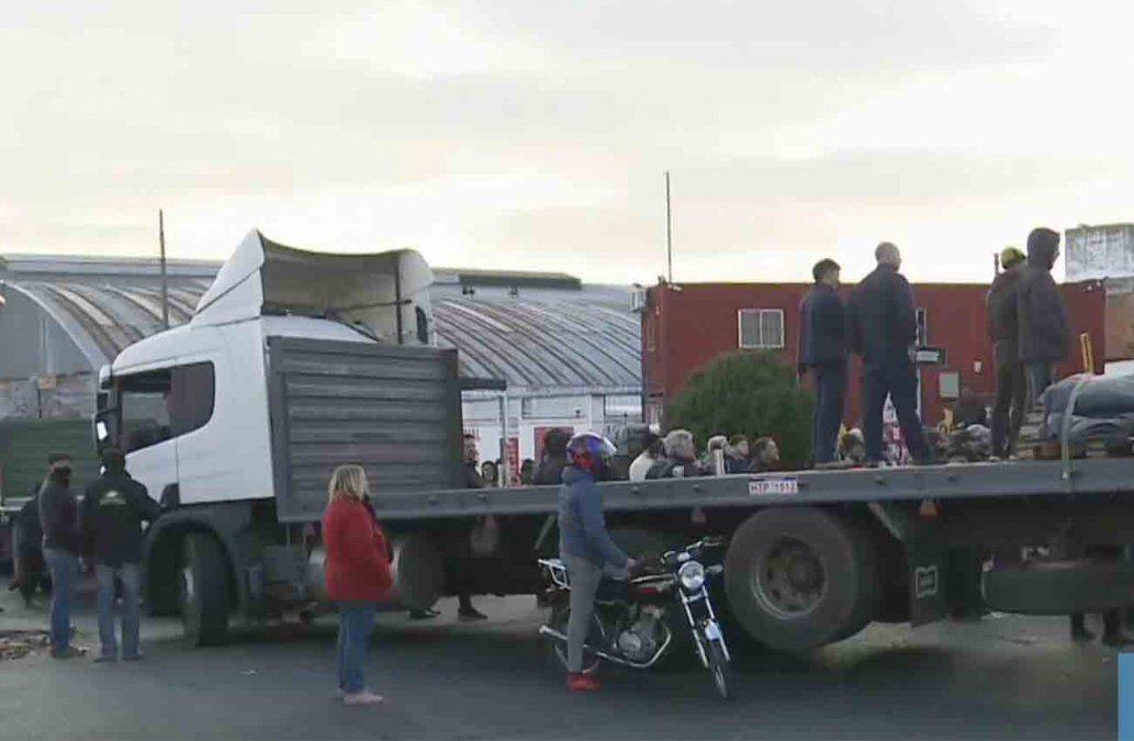 Movilización en el Mercado Modelo: trabajadores y operarios cortaron el tránsito