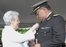 Ministra de Defensa Berrutti y el teniente generalCarlos Alejo Díaz Moussampes.