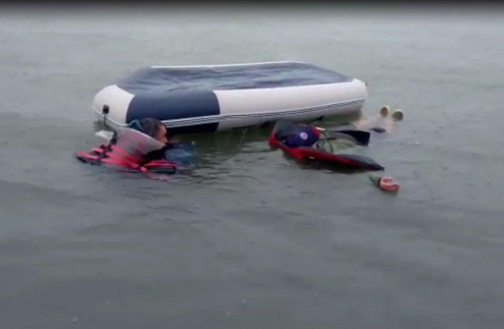 Así rescató la Armada Nacional a dos hombres que estaban a la deriva en el mar