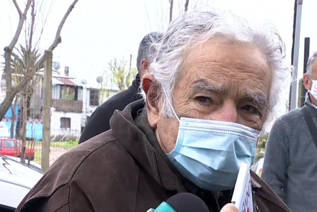 Mujica se disculpó con Laura Raffo, aseguró que deja el Senado  y pidió cautela en los festejos