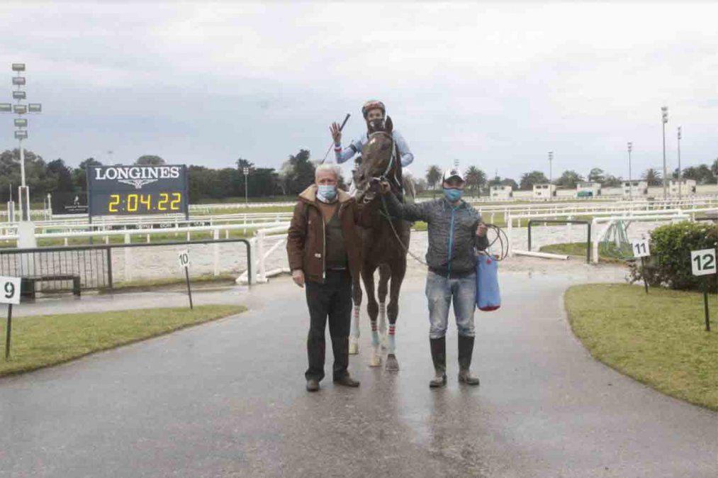 Nakom se impuso en el Gran Premio Jockey Club