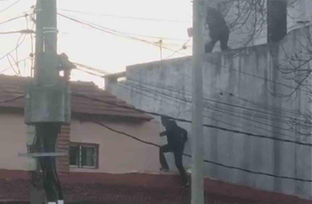 Insólita fuga de un hombre que estaba rodeado por la Policía