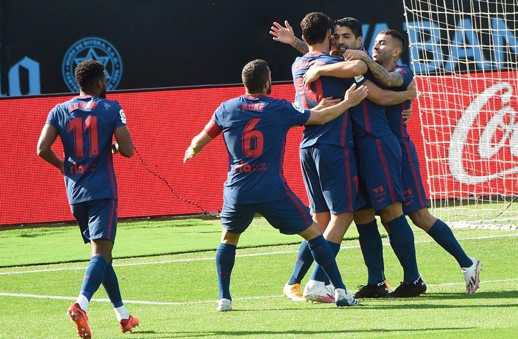 Luis Suárez marcó su gol 150 en España y guió al Atlético hacia la victoria 2-0 ante el Celta