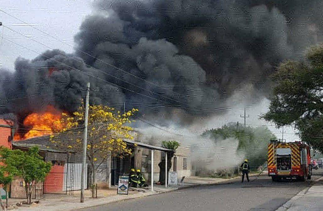 Incendio provocó pérdidas totales en una vivienda en Melo
