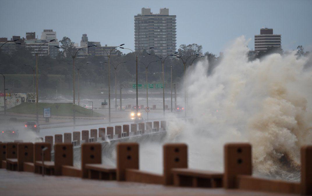 Alerta naranja por tormentas fuertes y lluvias intensas en 10 departamentos