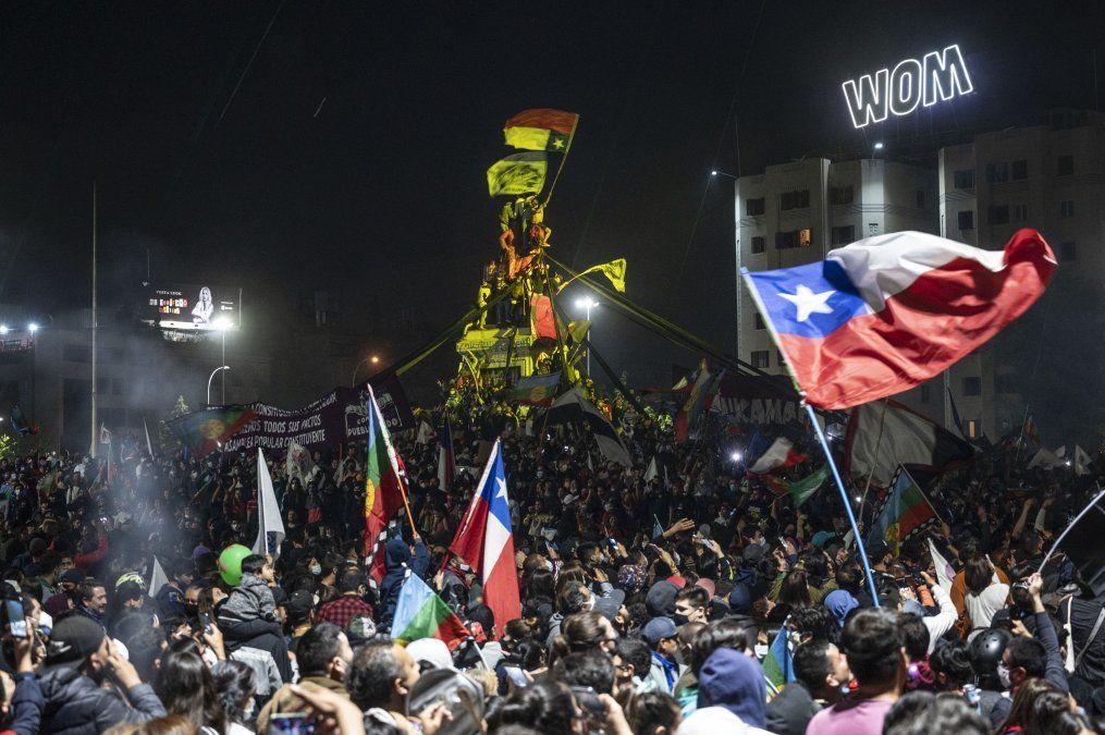 Festejos en Plaza Italia de Santiago de Chile