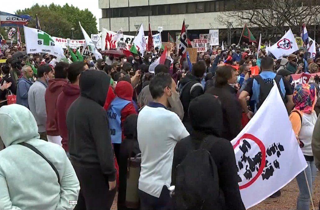 Estiman en 5.000 la cantidad de personas en la movilización de sindicatos públicos