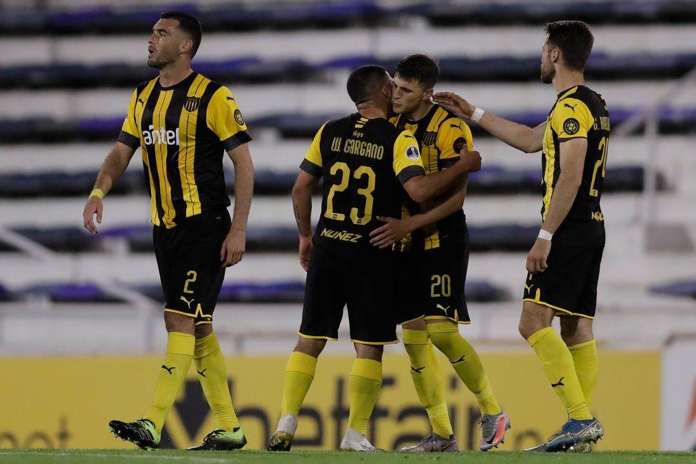 Peñarol busca recuperar su mejor rendimiento en un a todo o nada con Vélez Sarsfield