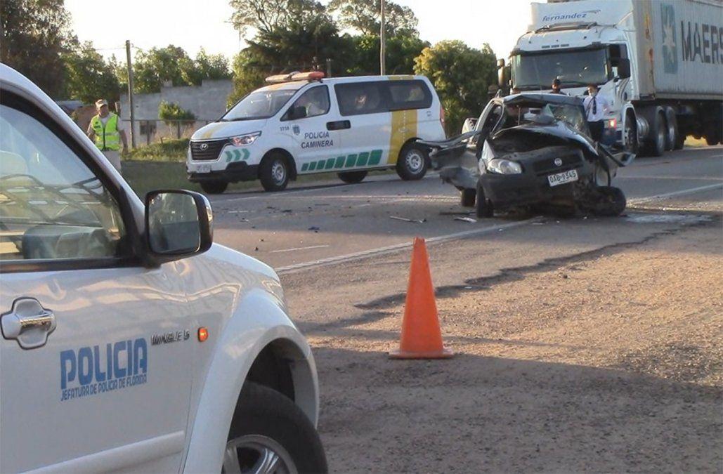 Un hombre chocó con un camión cargado de ganado y debió ser rescatado por Bomberos