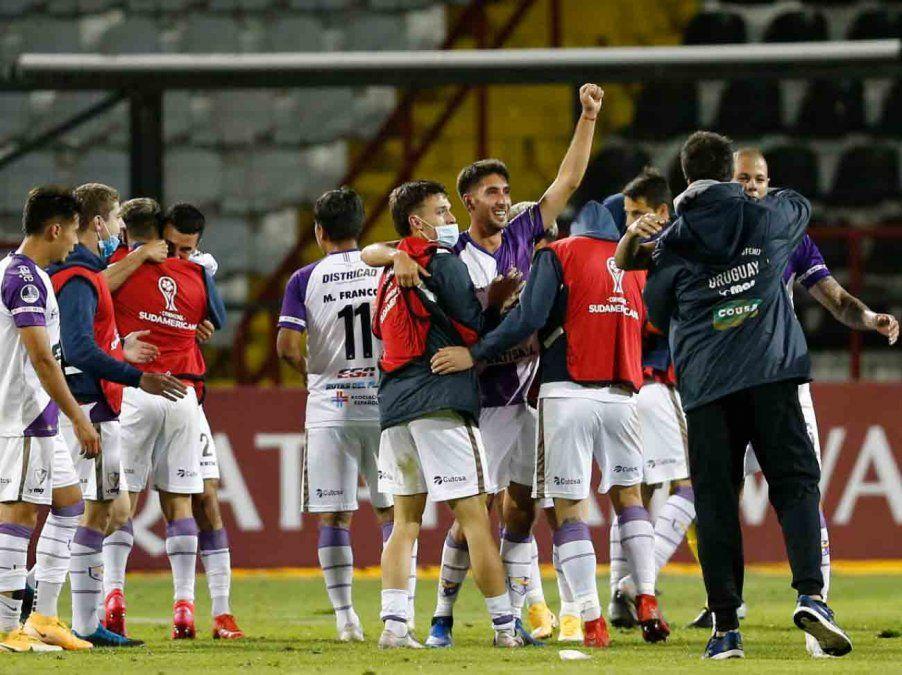 Fénix clasificó a a octavos de la Sudamericana tras empatar con Huachipato