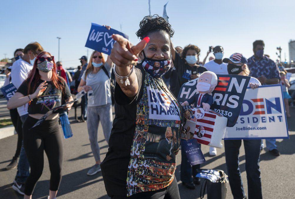 Festejos frente al Chase Center en Wilmington
