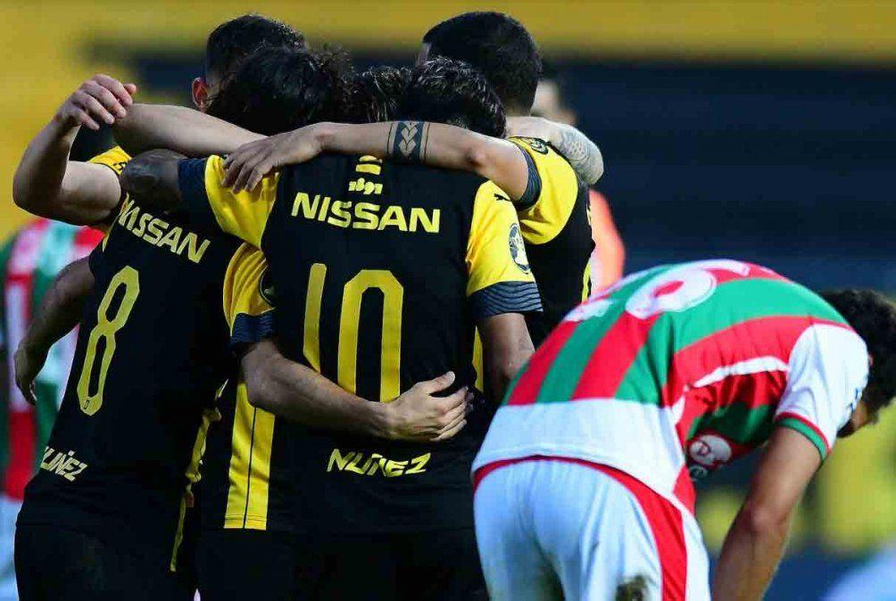 Peñarol le ganó 4 a 1 a Deportivo Maldonado en el Campeón del Siglo