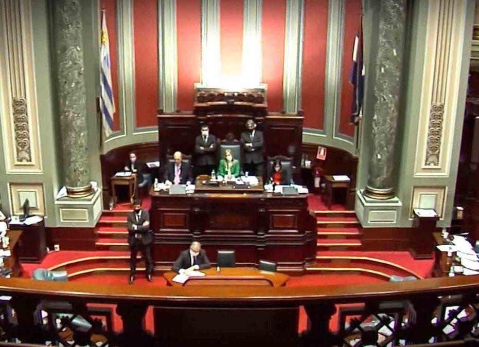 Parlamento levanta el receso para votar leyes urgentes del Ejecutivo por el Covid