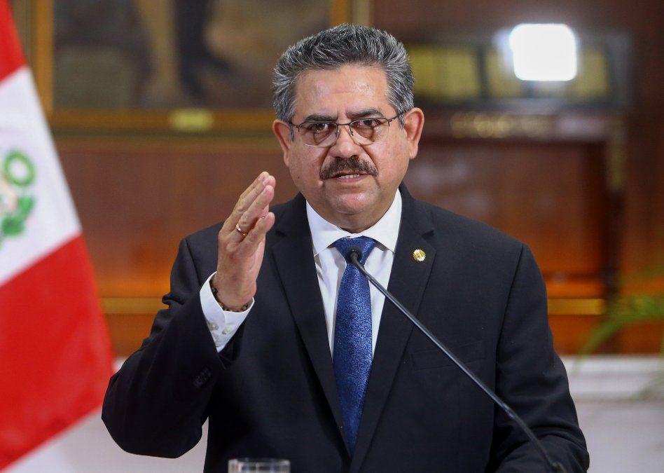 Merino anuncia dimisión de presidencia de Perú a cinco días de haber asumido