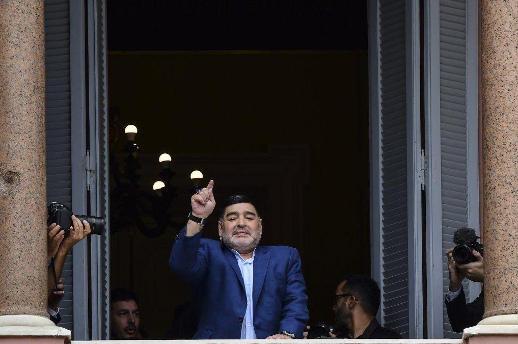Maradona en el palacio presidencial Casa Rosada luego de una reunión privada con el presidente argentino Alberto Fernández