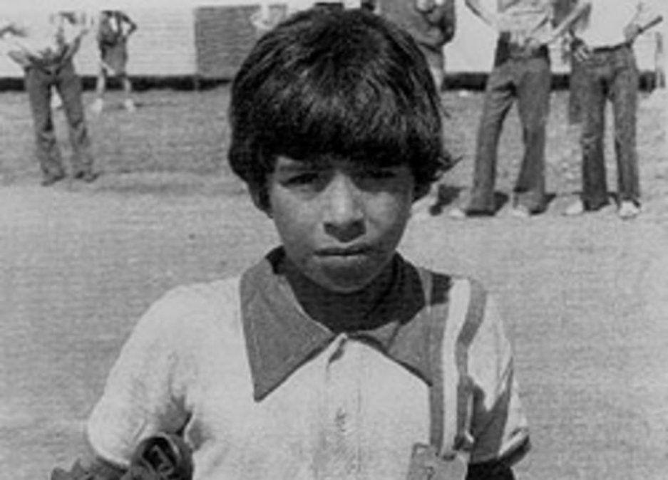Maradona con la camiseta de Cebollitas a principios de los años 70.