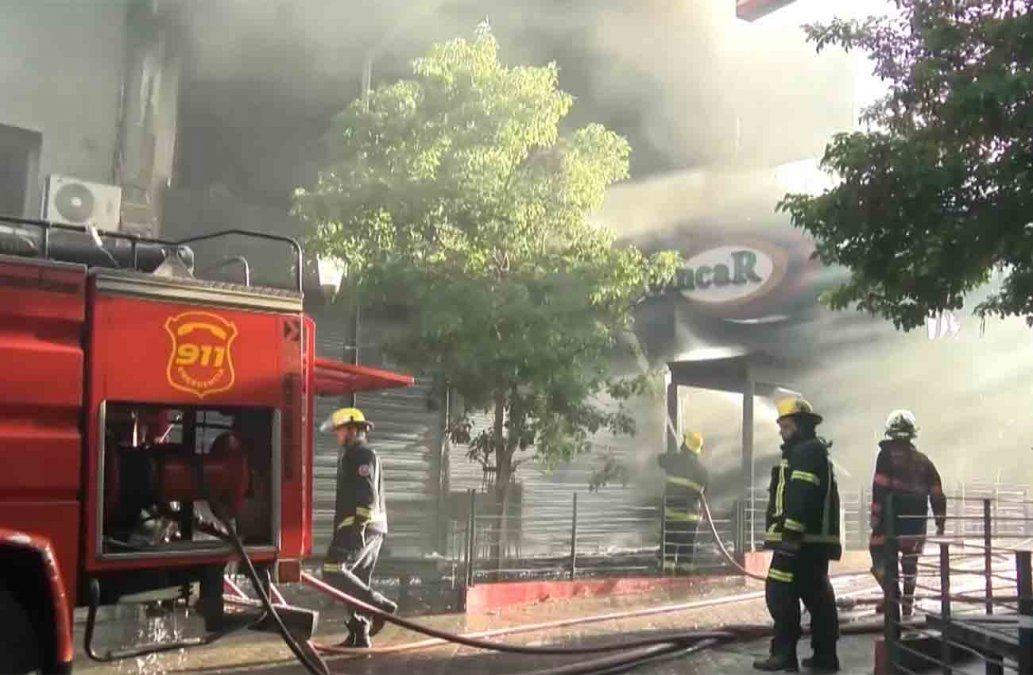 Controlaron el incendio en zona comercial céntrica de Paysandú