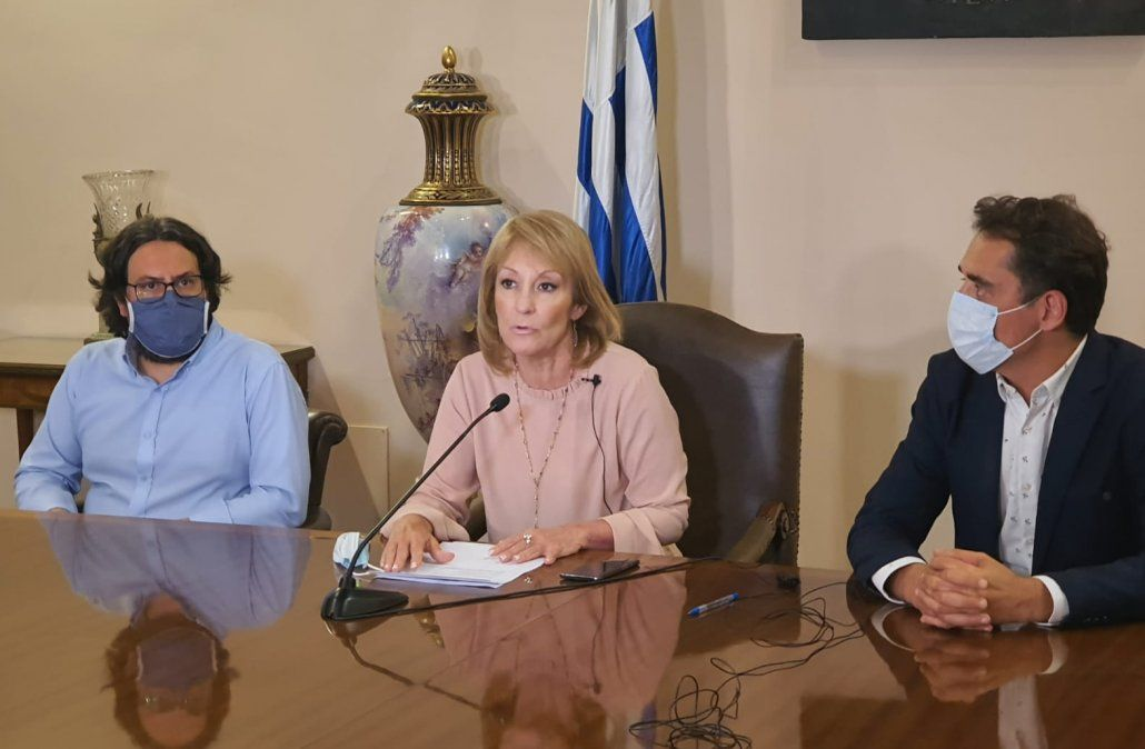 Carolina Cosse en conferencia de prensa.