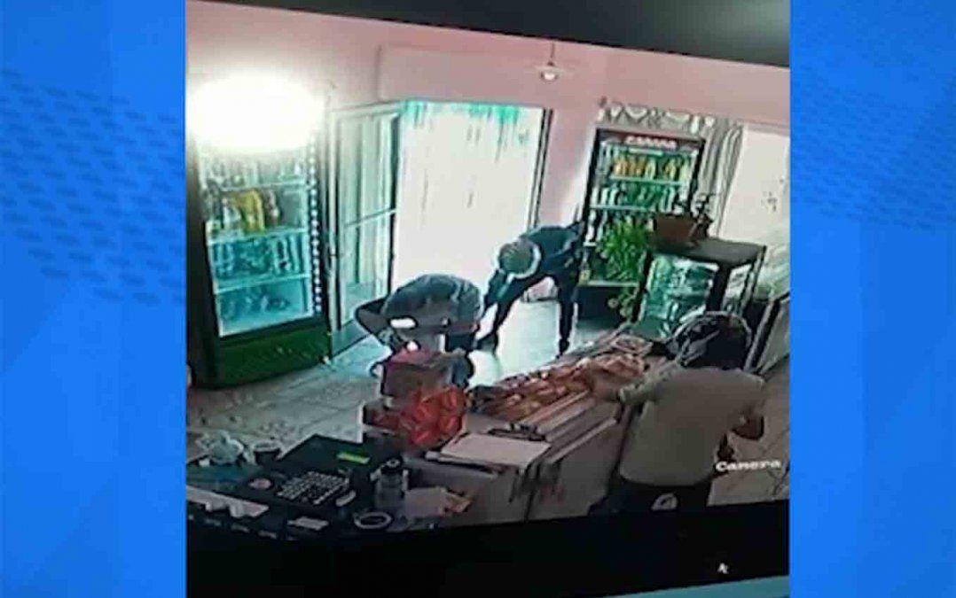 Delincuentes entraron a robar a una panadería y amenzó con matar a una bebé