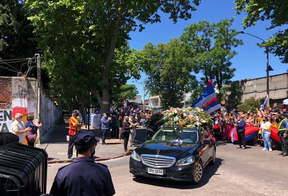 Multitud despidió a Tabaré Vázquez durante cortejo fúnebre