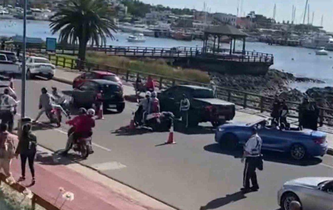 Un inspector de tránsito fue atropellado por adolescente en moto en Punta del Este
