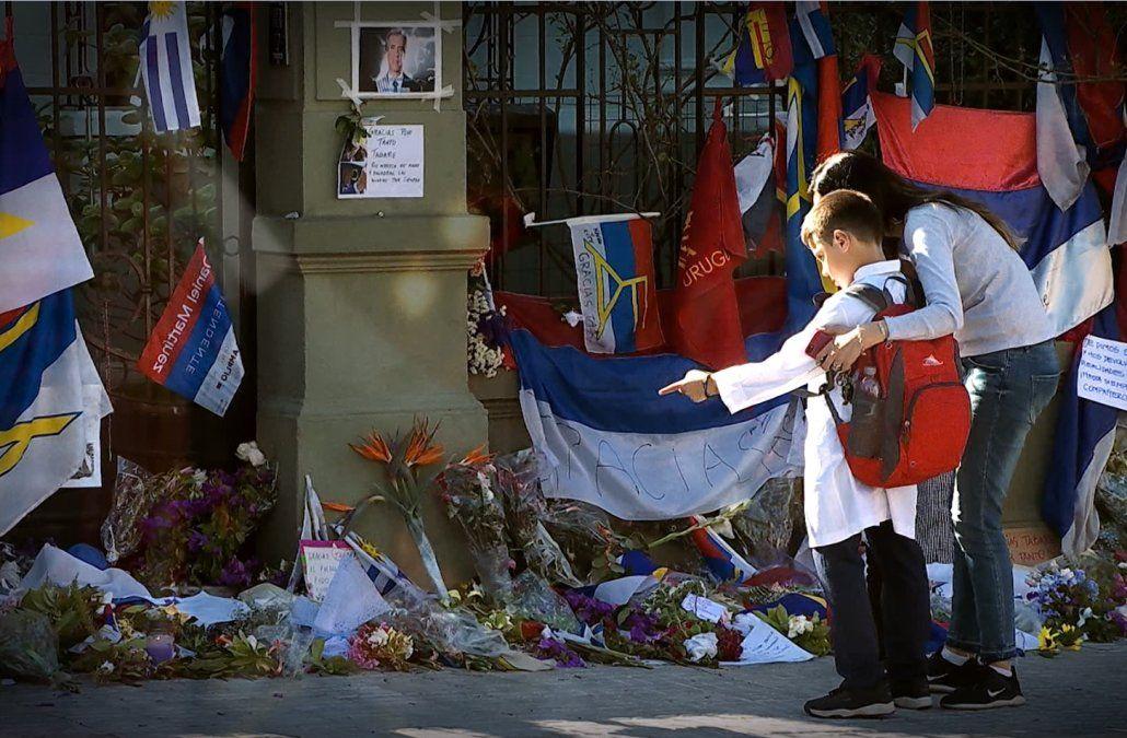 Continúan las muestras de agradecimiento en la casa de Tabaré Vázquez