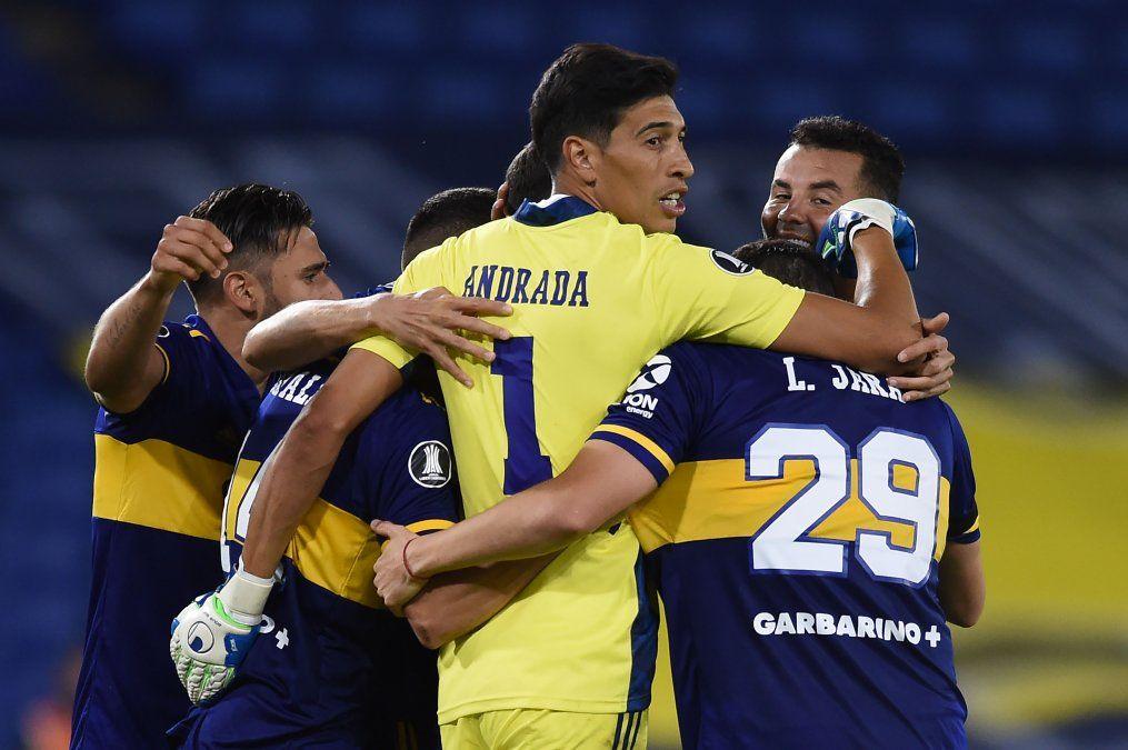 El plantel de Boca celebra el pase a cuartos de final