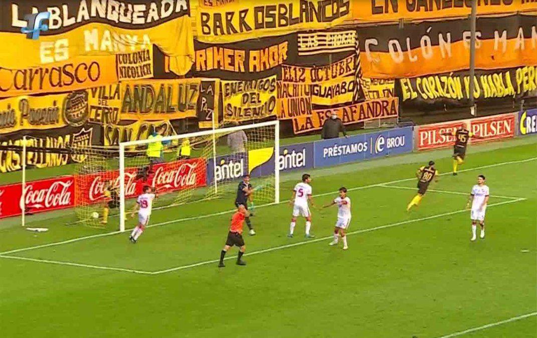 Peñarol ganó 3 a 2 ante Nacional: jugó mejor pero ganó por errores del árbitro
