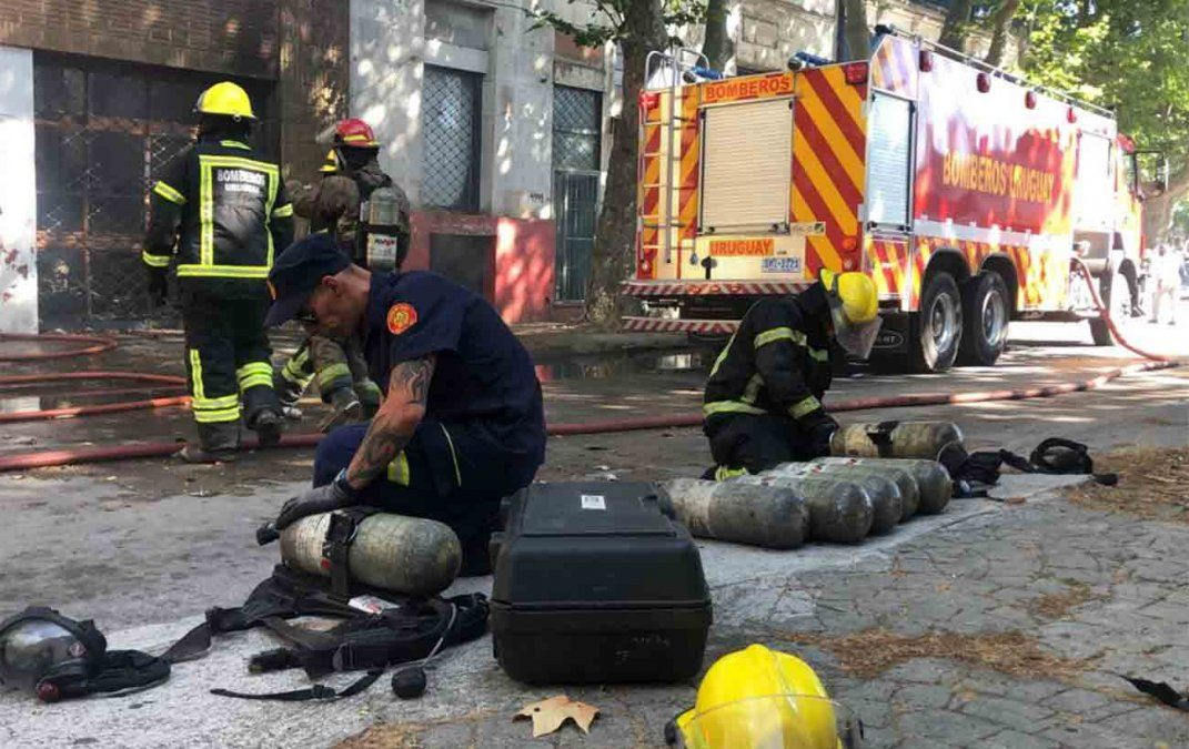 Incendio en depósito de telas y cueros deja pérdidas totales