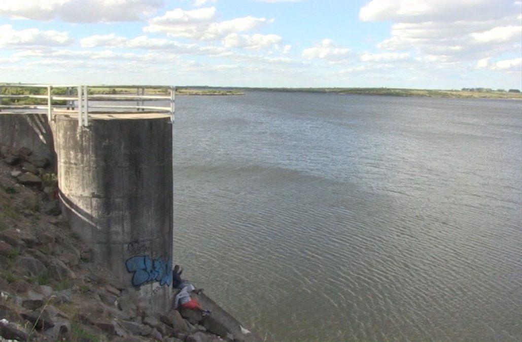 Encontraron flotando el cuerpo de un hombre en el lago Paso Severino