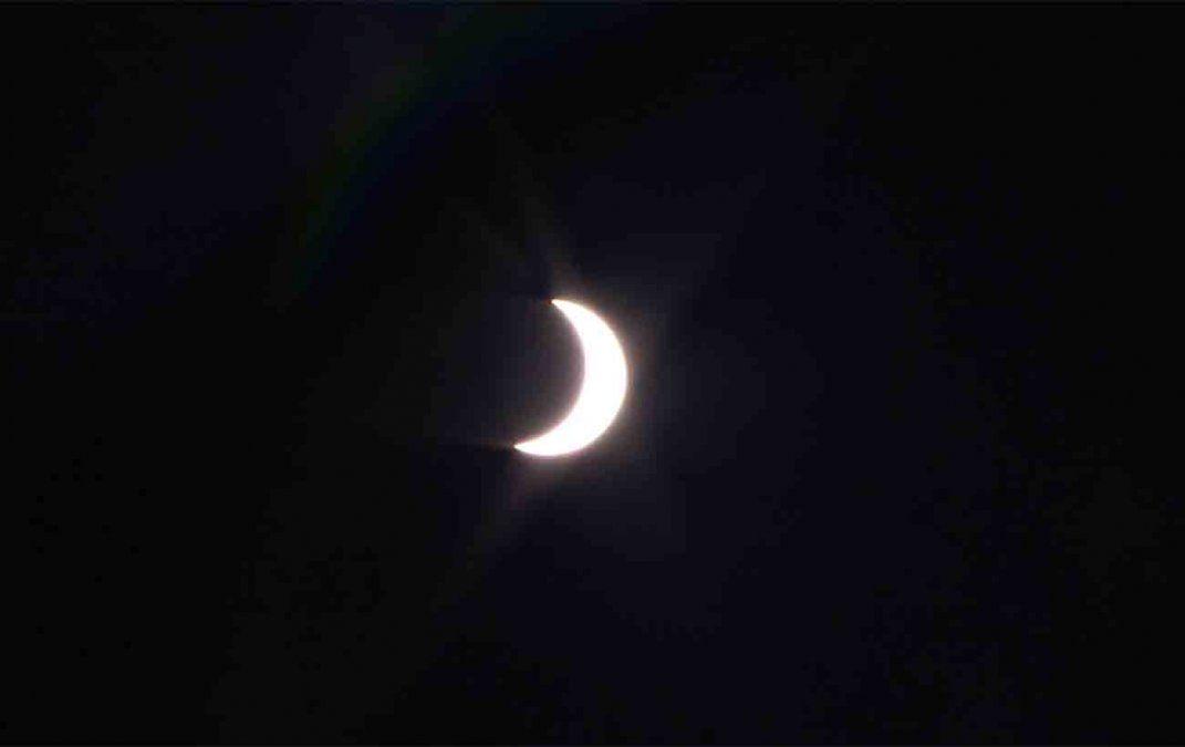 Así se vio el eclipse de sol en Uruguay y el mundo