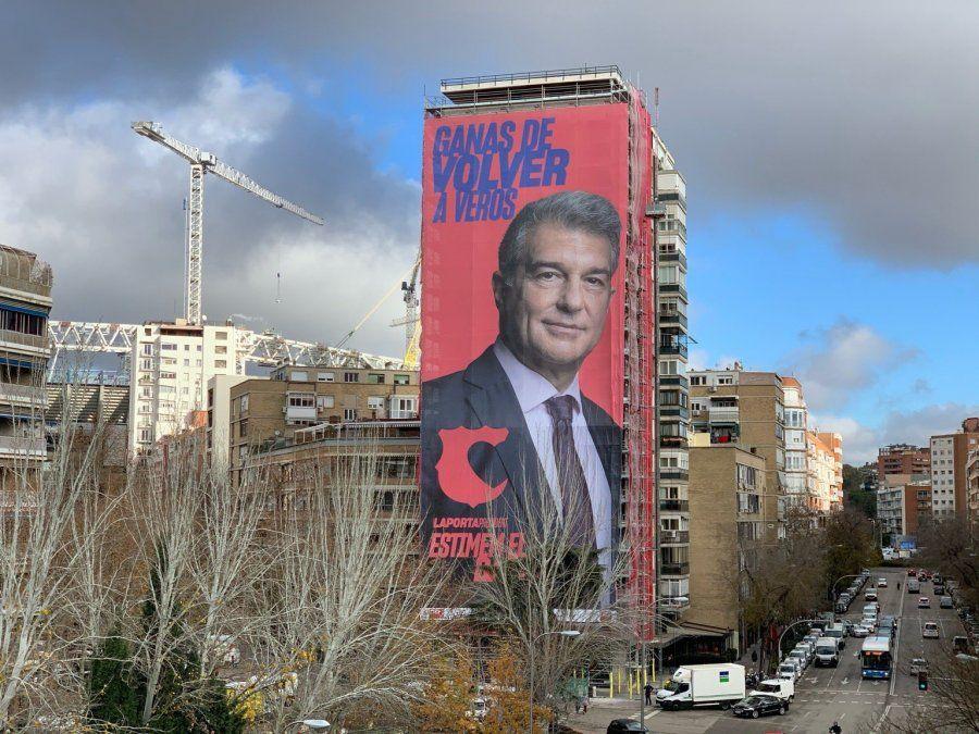 Candidato a la presidencia de Barcelona coloca afiche frente a la sede del Real Madrid: Ganas de volver a veros