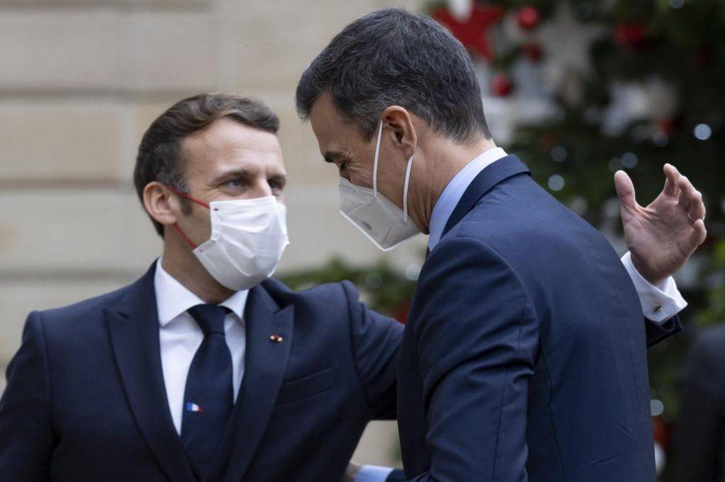 Los presidentes Emmanuel Macron y Pedro Sánchez se reunieron el lunes último..